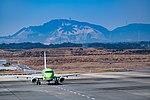 Shizuoka Airport with Mt. Awagatake (33410194191).jpg