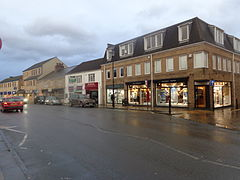 Shops on North Street, Wetherby (8th February 2014).JPG