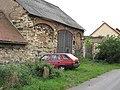 Slatina (okres Litoměřice), stodola a auto.JPG