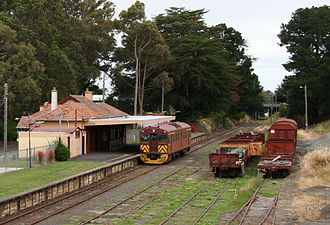Redhen railcar - 402 at Leongatha on the South Gippsland Railway in December 2008