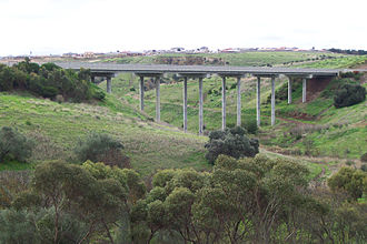 Southern Expressway (South Australia) - Southern Expressway over the Field River in Reynella