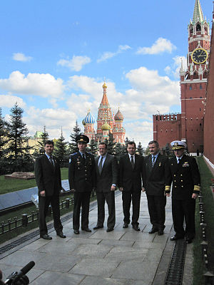 Soyuz TMA-01M - Image: Soyuz TMA 01M prime and backup crews at Kremlin Wall