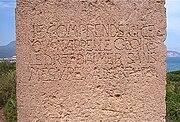 """La stèle dédiée à Albert Camus face au mont Chenoua à Tipaza Alger  """"Je comprends ici ce qu'on appelle gloire le droit d'aimer sans mesure"""""""
