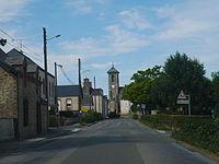 St Quentin-les-Anges entrée bourg.JPG