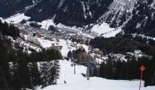 St. Anton am Arlberg in 2016, view from Galzig into the valley