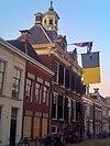 stadhuis sneek met vlagvertoon