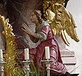 Stafflangen Pfarrkirche Hochaltar Engel rechts.jpg