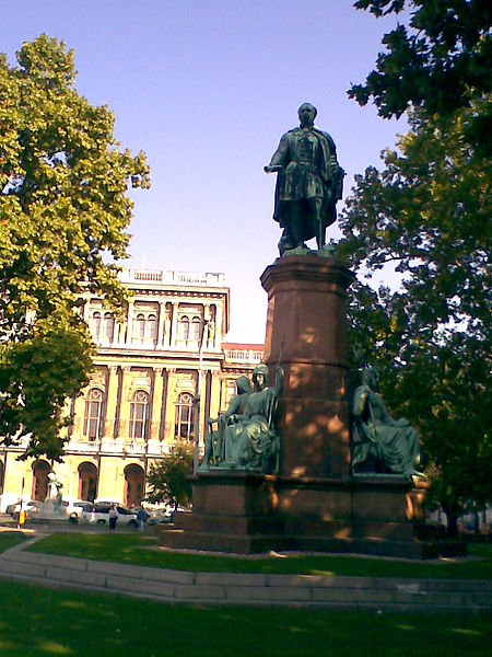 Fájl:Statue of István Széchenyi in Budapest by Engel.jpg