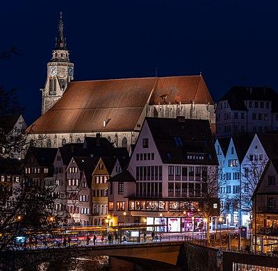 Stiftskirche in Tübingen bei Nacht 2019 mit Neckarfront.jpg