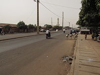 Straßenbild djougou.JPG