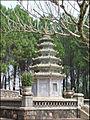 Stupa (Pagode Thien Mu) (4379321605).jpg