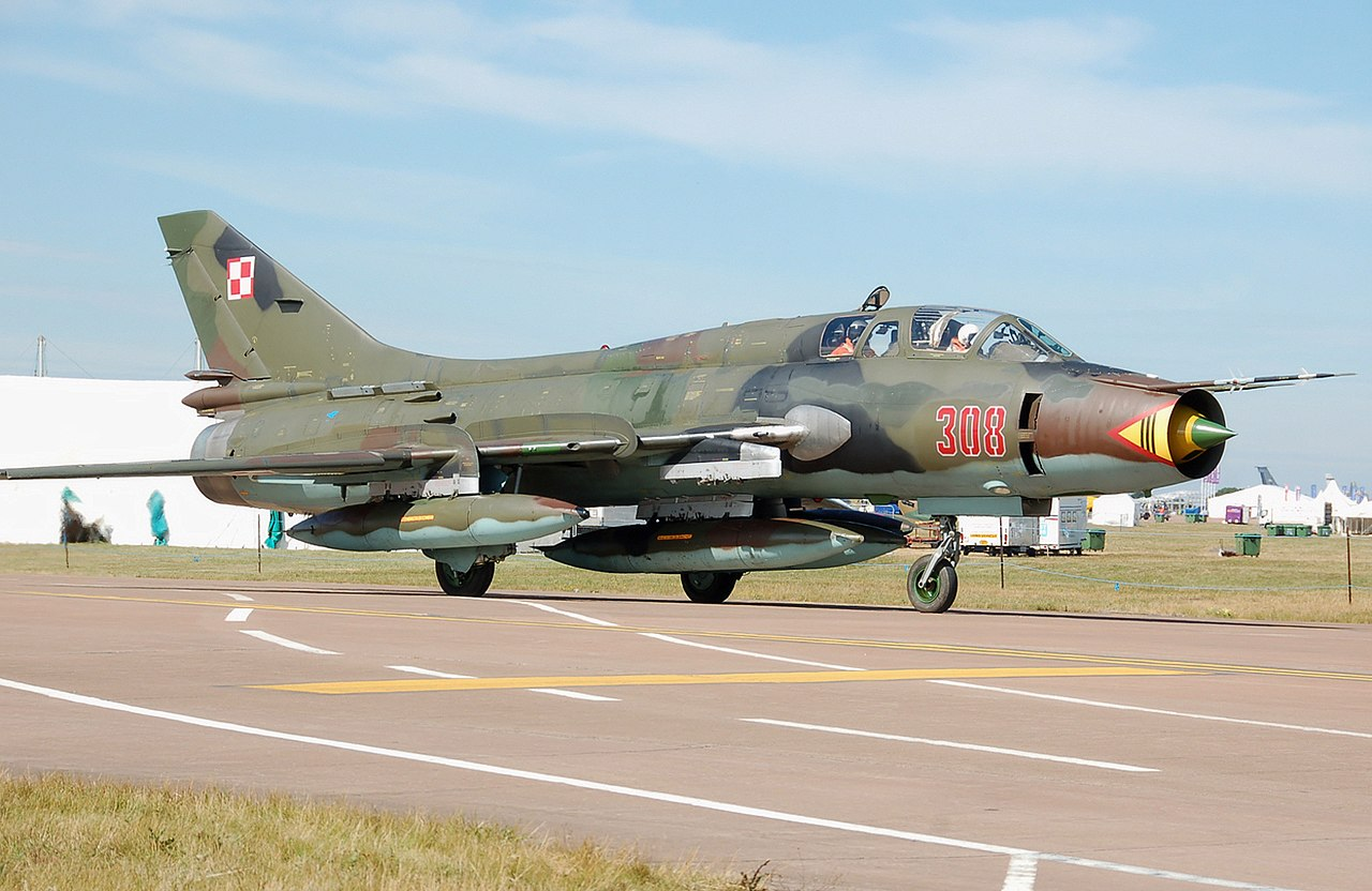 https://upload.wikimedia.org/wikipedia/commons/thumb/6/67/Sukhoi_Su-22UM-3K_Fitter_at_RIAT_2010_arp.jpg/1280px-Sukhoi_Su-22UM-3K_Fitter_at_RIAT_2010_arp.jpg