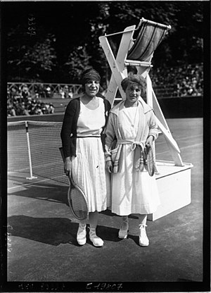 Germaine Golding - Golding (r.), with Suzanne Lenglen (1921)