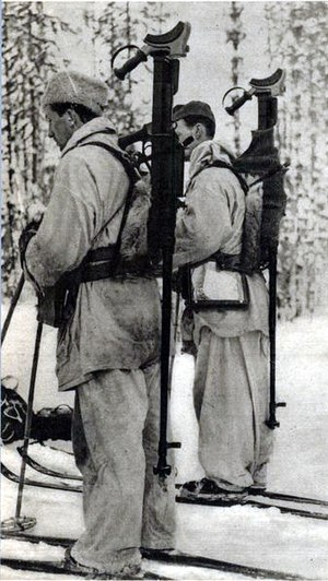 Boys anti-tank rifle - Swedish volunteers in the Winter War carrying Boys
