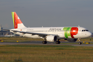 TAP Portugal A320-200 CS-TMW FRA 2011-7-8.png