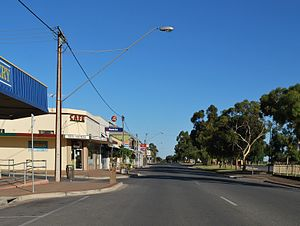 Tailem Bend, South Australia - Railway Tce, the main street of Tailem Bend