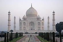 Taj Mahal w Indiach - Kristian Bertel.jpg