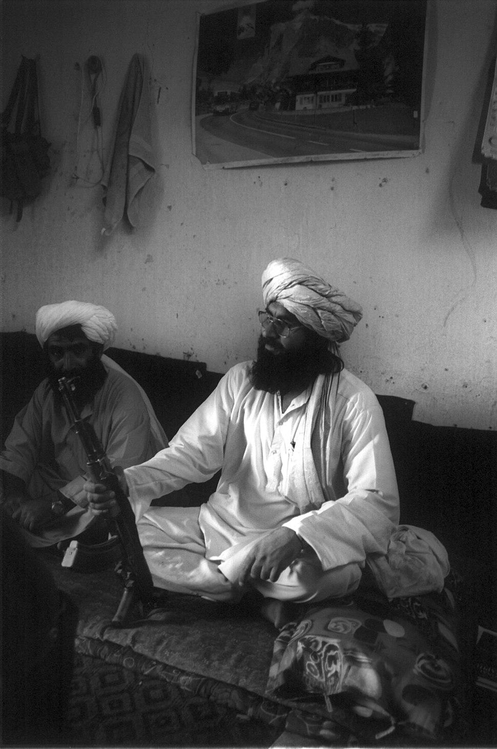 Taliban-Torkham-2001