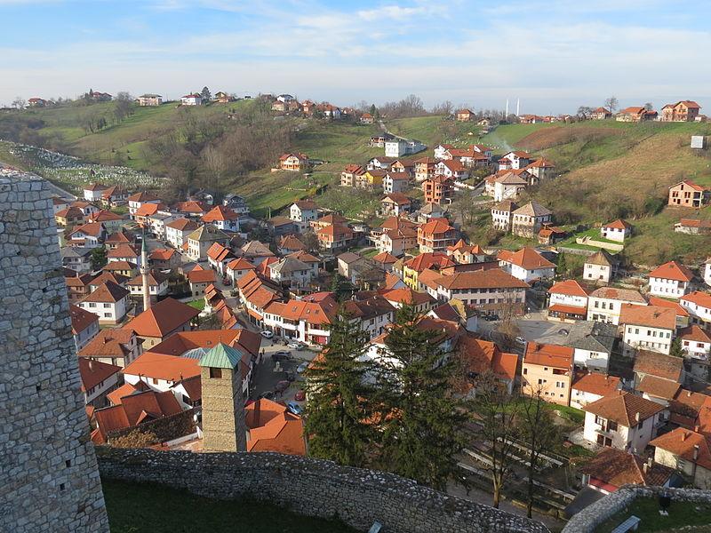 File:Tešanj - Vue depuis le Château.JPG