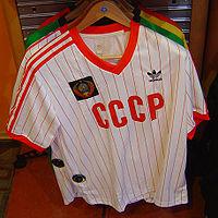 quality design 65c46 6d36a En del av Adidas Original-sortiment  Nytillverkad kopia av Sovjetunionens  landslagströja i fotboll.