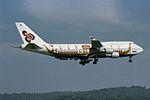 "Thai Airways International Boeing 747-4D7 HS-TGJ ""Hariphunchai"" ""Royal Barge"" colors (23980806406).jpg"