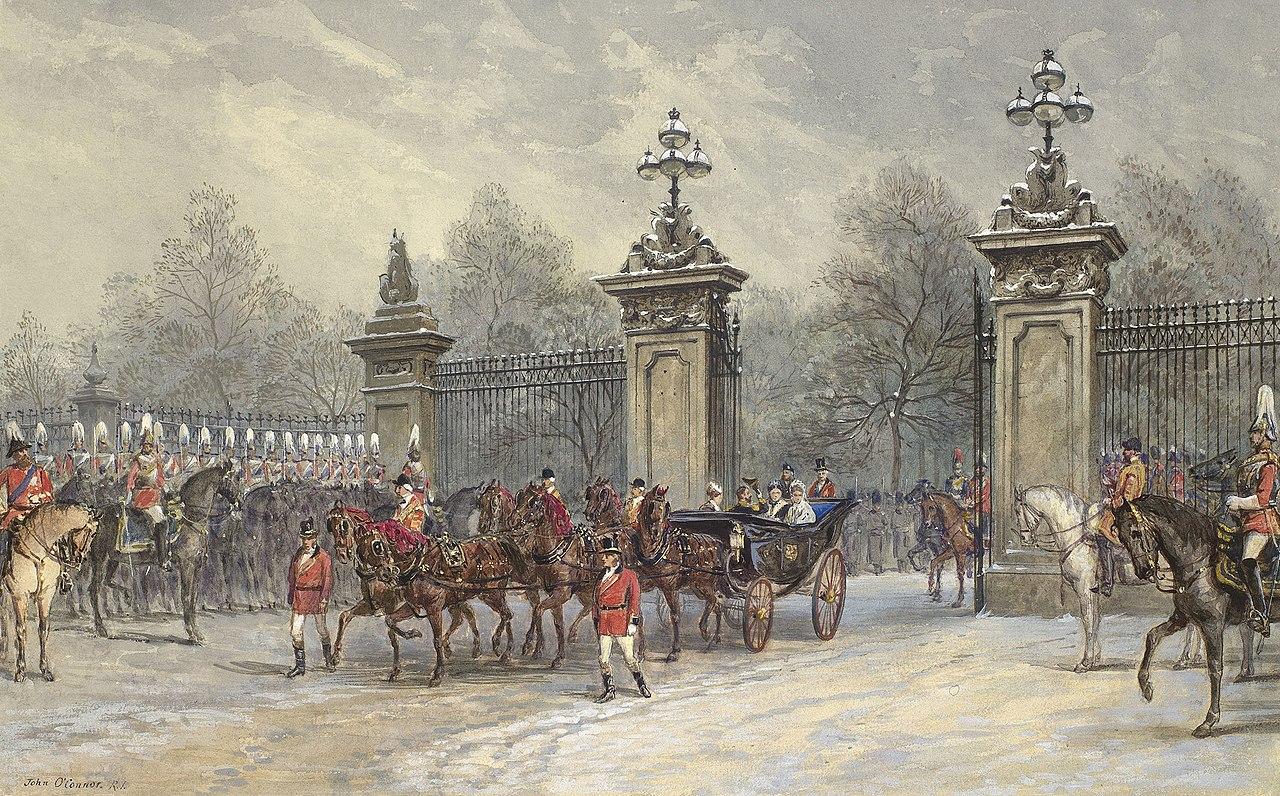 Королева проезжает через ворота Букингемского дворца с герцогом и герцогиней Эдинбургскими.jpg