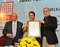 The Union Minister for Information and Broadcasting, Smt. Ambika Soni presenting the IPI India Award for Excellence in Journalism-2011 to Shri Tarun Tejpal (Tehelka), at a function, in New Delhi on February 24, 2012.jpg