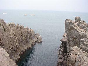 Tojinbo Oike 200507.jpg