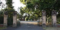 Toowong Cemetery gates 1.jpg
