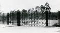 Tor Zentralfriedhof Dessau um 1983.png