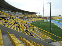 Tribuna occidental estadio Jaime Morón León.jpg