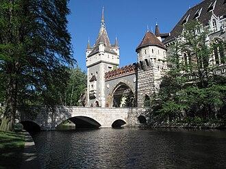 Vajdahunyad Castle - Image: Vajdahunyad Castle, 2011 Budapešť 0140