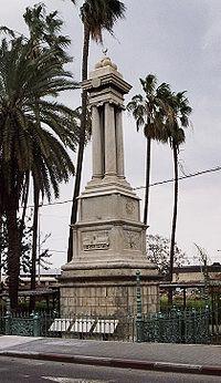 אנדרטת ייסוד רכבת העמק בתחנת הרכבת חיפה מזרח