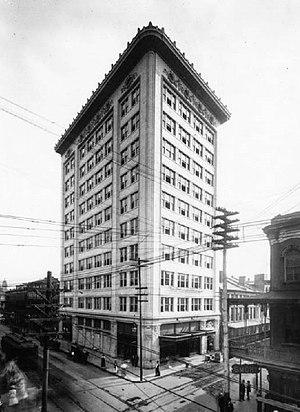 Van Antwerp Building - The Van Antwerp Building in 1907