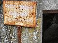 Vaucouleurs (Meuse) ancien lavoir, plaque tout lavage interdit.JPG
