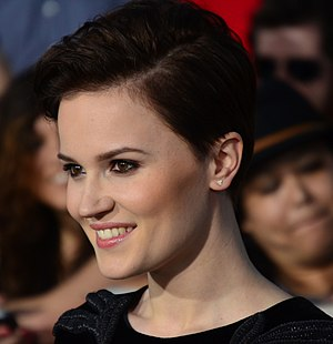 Veronica Roth - Roth at the film premiere of Divergent in California on March 18, 2014