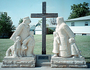 Victoria, Kansas - Commemorative statue of a Volga German pioneer family in Victoria (1997)
