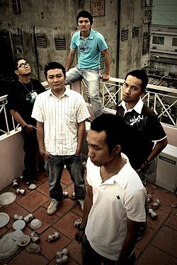 "Vietnamese band ""Microwave"" (group shot).jpg"