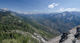 Sierra Nevada (U.S.) - View of Sequoia National Park from Moro Rock