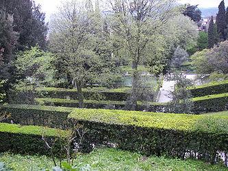 Villa d'Este garden 3.jpg