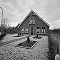 Voorgevel langboerderij met drielichtvensters en sierspant - Meije, De - 20373754 - RCE.jpg