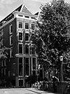 foto van Hoekhuis met pilastergevel