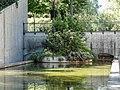 Water feature with greenery in Jardin Yitzhak Rabin.jpg