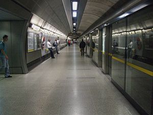 Roland Paoletti - Image: Waterloo tube stn Jubilee eastbound look west