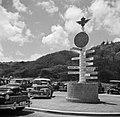 Wegwijzer op vliegveld Hato op Curaçao, Bestanddeelnr 252-7681.jpg