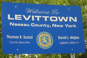 Welcome to Levittown sign on wantagh ave in le...