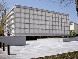Yale-beinecke-library.jpg