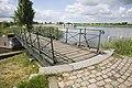 Zicht op de draaibrug over de 's-Gravelandse Vaart, onderdeel van de Nieuwe Hollandse Waterlinie - Weesp - 20429682 - RCE.jpg