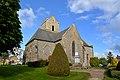 Église Saint-Quentin et monument aux morts de Saint-Quentin-sur-le-Homme. Vue est.jpg