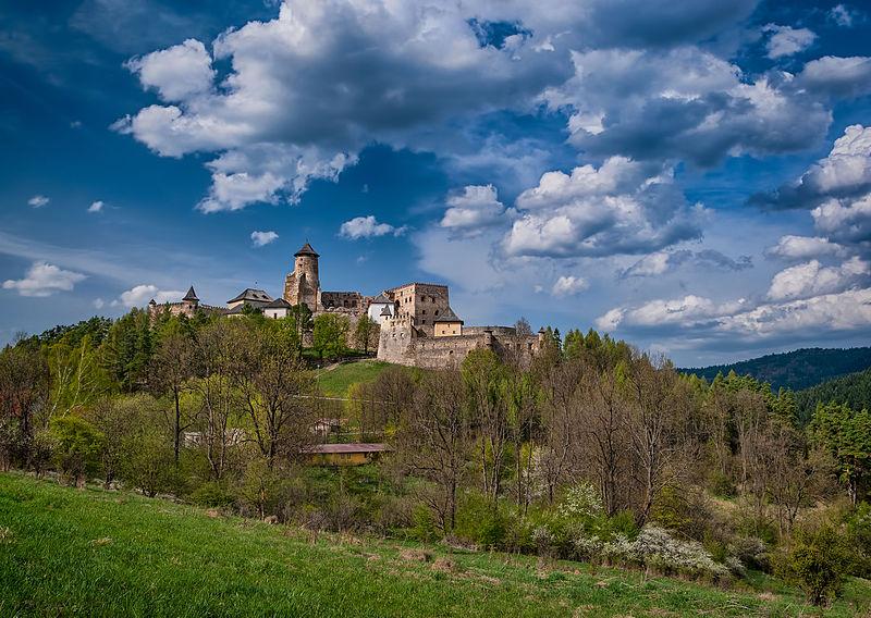 File:Ľubovniansky hrad, Apríl 2013.jpg